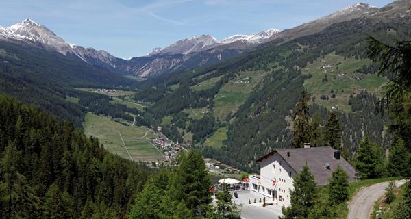 Gasthaus Alpenrose mit Aussicht richtung Nationalpark